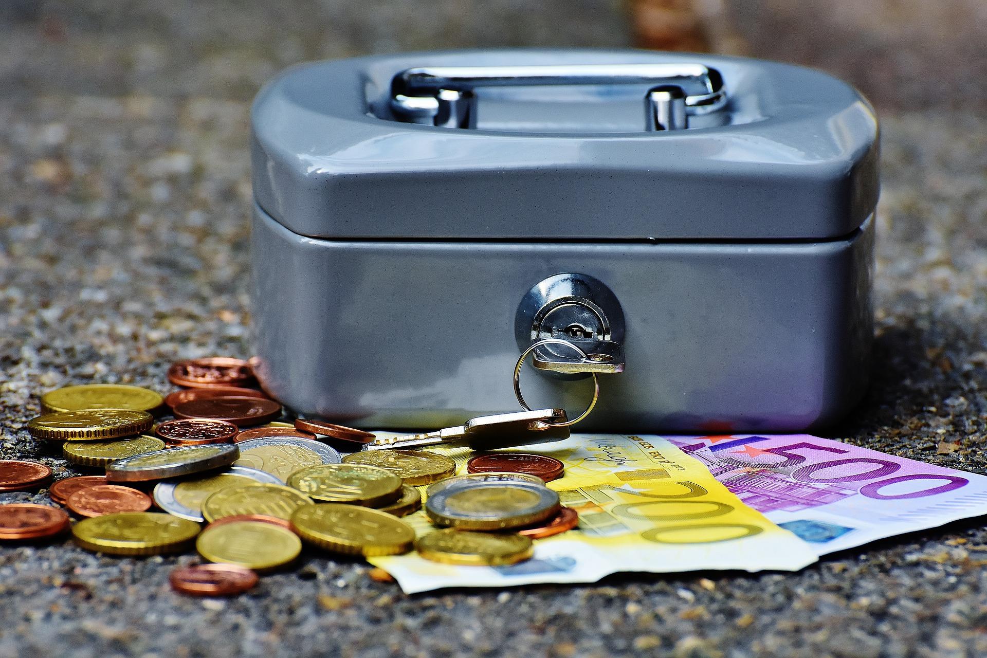 cashbox-1642989_1920