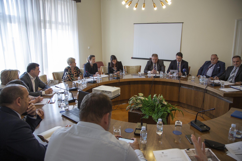Neviđeni Obračun U Saborskom Odboru Za Financije Oko Hnb A